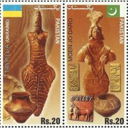2 عدد تمبر فرهنگهای باستان - تمبر مشترک با اوکراین  - پاکستان 2014 قیمت 2.4 دلار