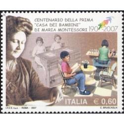 1 عدد  تمبر صدمین سالگرد افتتاح اولین خانه کودکان ، طراحی شده توسط ماریا مونتسوری - ایتالیا 2007