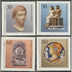 4 عدد تمبر گنجینه های هنری موزه های برلین - برلین آلمان 1984 قیمت 7 دلار