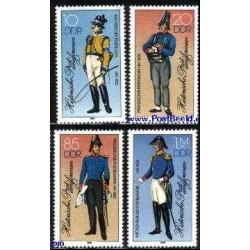 4 عدد تمبر یونیفورمهای پستچیان - آلمان 1986